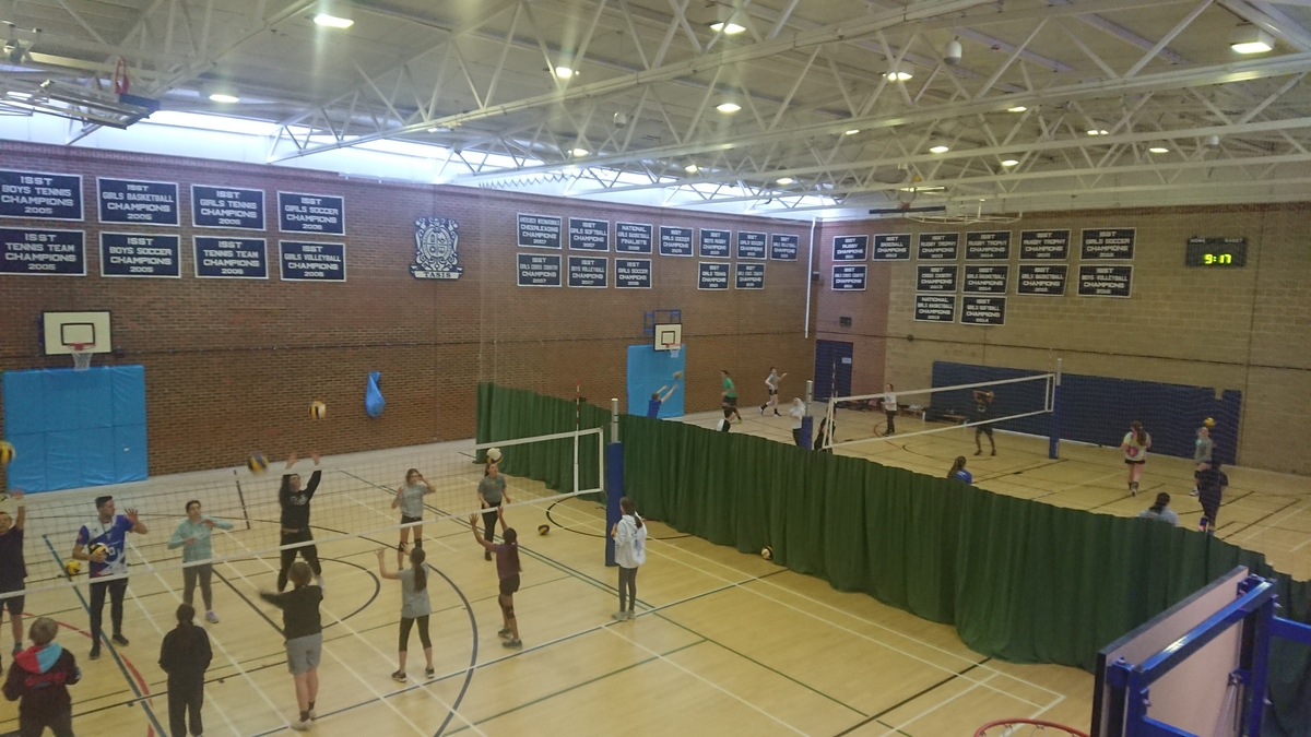 30 Students Enjoy Weekend Volleyball at TASIS England